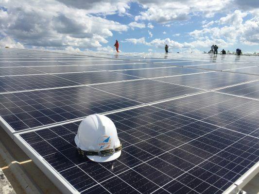 Thuê mái lắp điện mặt trời